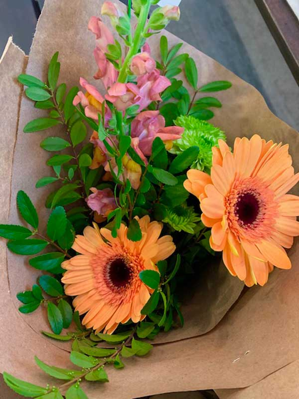 orange-flower-arrangement-mobile-kelowna-flower-shop