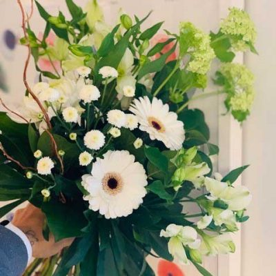 hand-tied-fresh-flowers-special-occasion-kelowna